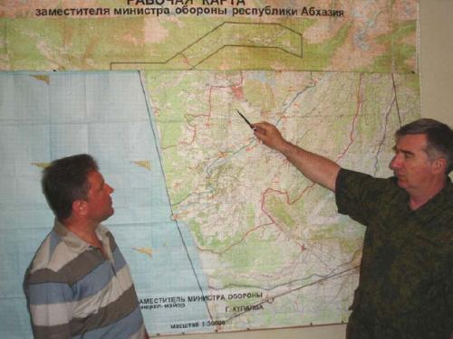 Рисунок 9. Автор статьи М.Павлушенко и заместитель Министра обороны Абхазии Г.Купалба
